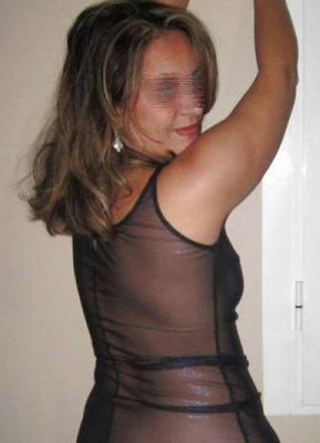 Gaëlle, Une Blonde Naturiste Libertine Qui Aime Montrer Son Cul